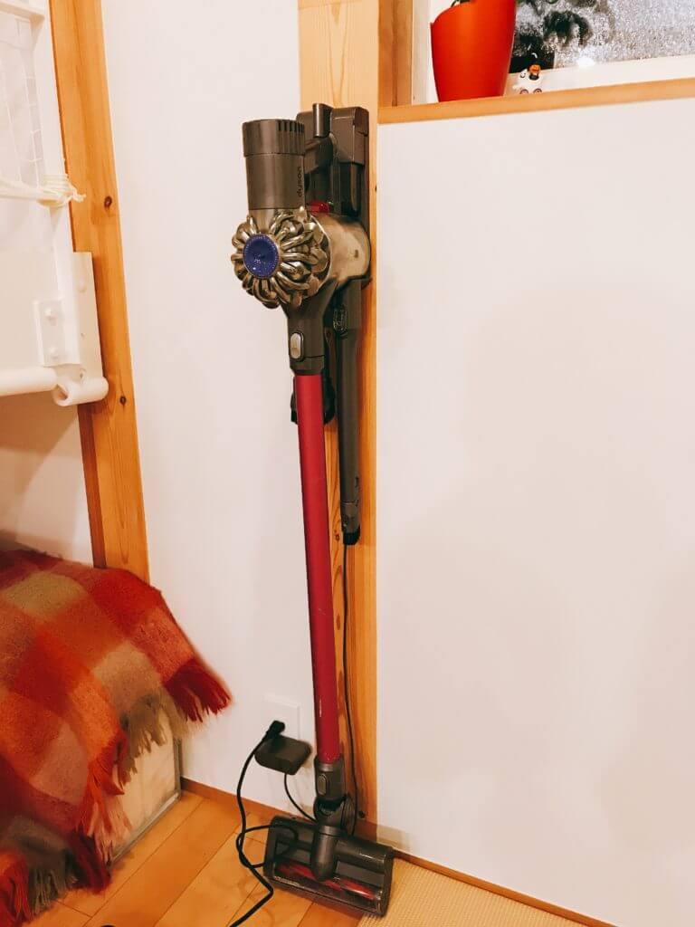 無印 木の家 ダイソン コードレスクリーナー 壁掛け