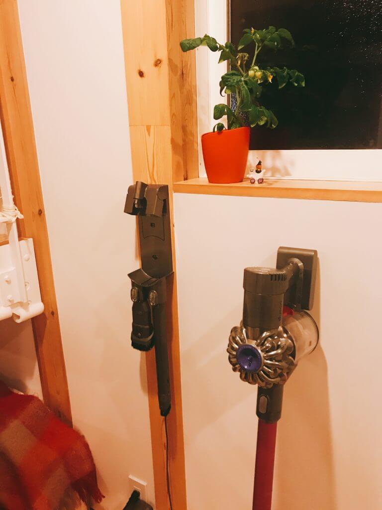無印 木の家 ダイソン コードレスクリーナー 壁掛け アタッチメント