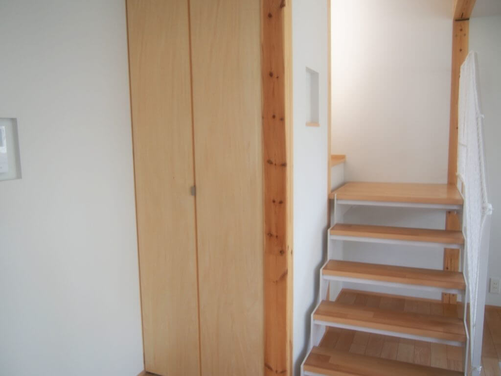 無印 木の家 階段 スケルトン リビング らせん階段 収納 スペース
