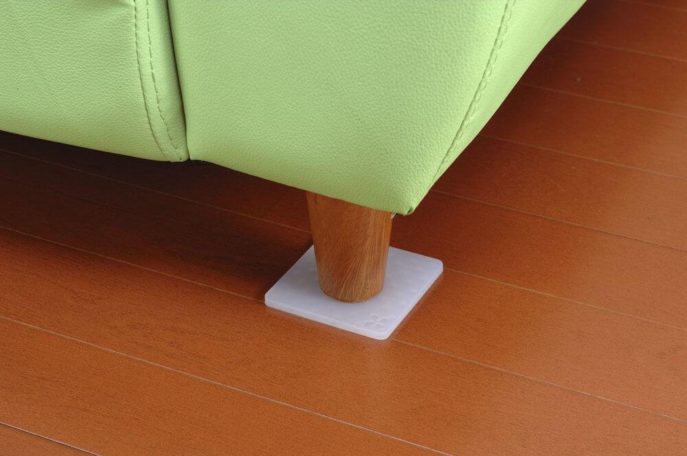 無印の木の家のソファーがズレにくいシリコンマット