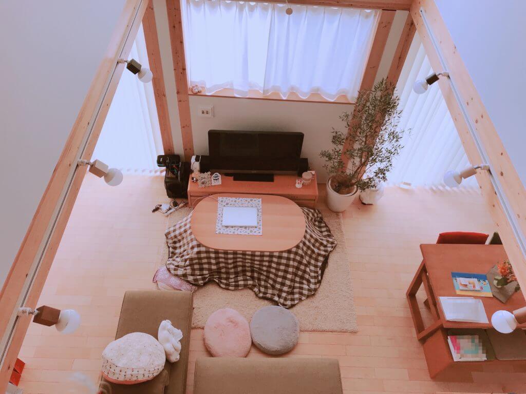 無印の木の家のリビングの照明(スポットライト)