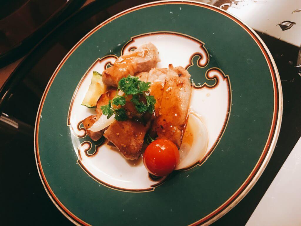 赤沢温泉ホテルの夕食:焼き物(もち豚)