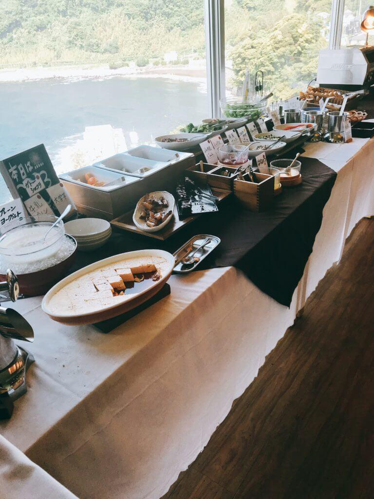赤沢温泉ホテルの朝食:デザート、サラダ、パンなど
