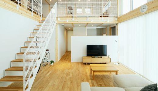 吹き抜けの階段に、アクリルではなく「白い網」を選んだ理由【無印良品の木の家】