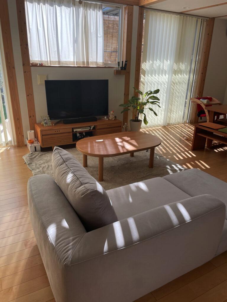 無印良品の木の家のリビングのカリモクソファ UU40