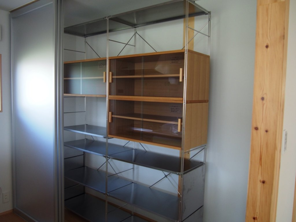 建築した、無印良品の木の家のユニットシェルフの食器棚