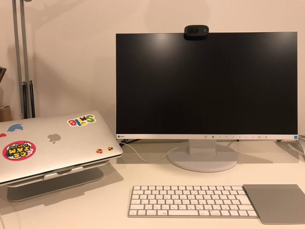スタンド設置したデスクスペース