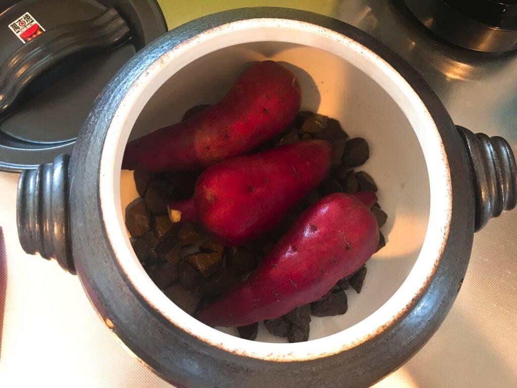 いも太郎の中にサツマイモをセット