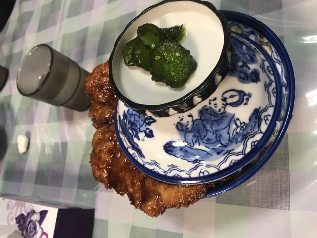 白孔雀食堂の名物カツ丼