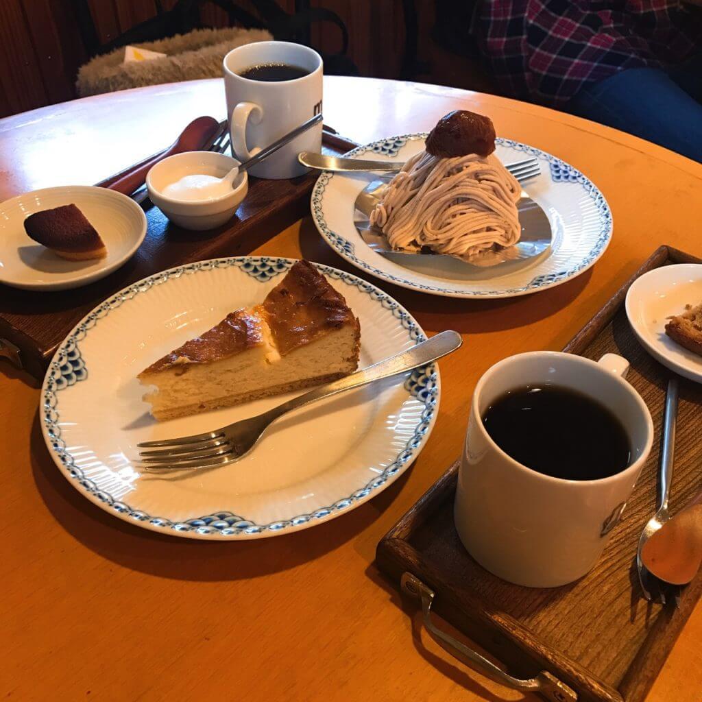 木馬のケーキとコーヒー