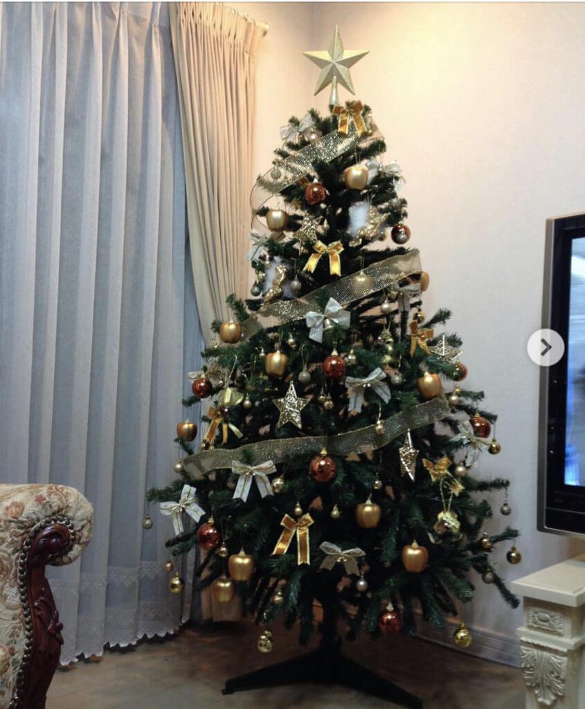 派手なクリスマスツリー