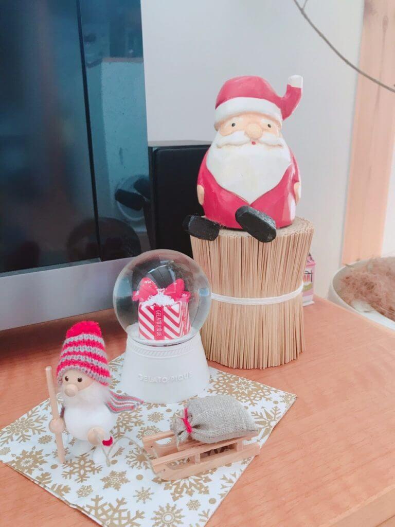 無印良品の木の家のクリスマスの飾り:二人のサンタ