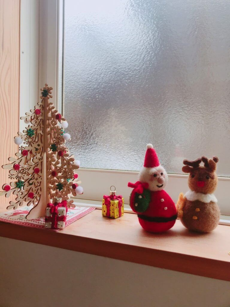 無印良品の木の家のクリスマスの飾り:ツリーとトナカイとサンタ
