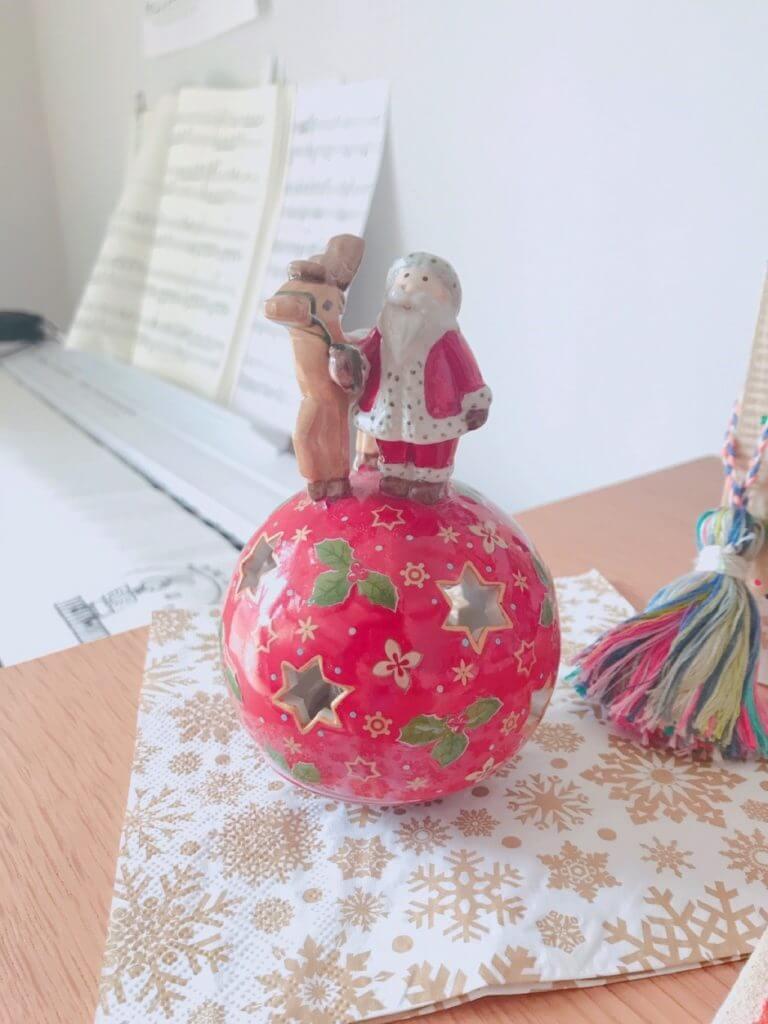 無印良品の木の家のクリスマスの飾り:サーカスサンタ