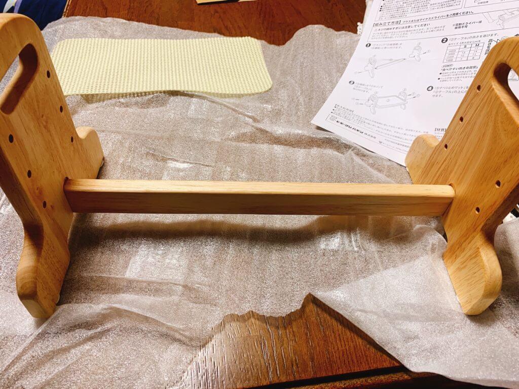 ドギーマンの犬用のご飯台:足の固定