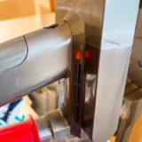 ダイソンコードレス掃除機が赤く点滅して動かない時の原因と対応策