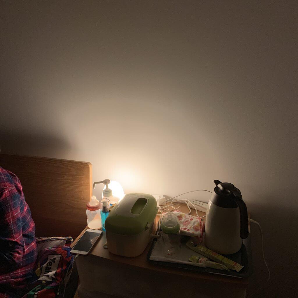 ベッド脇のライト