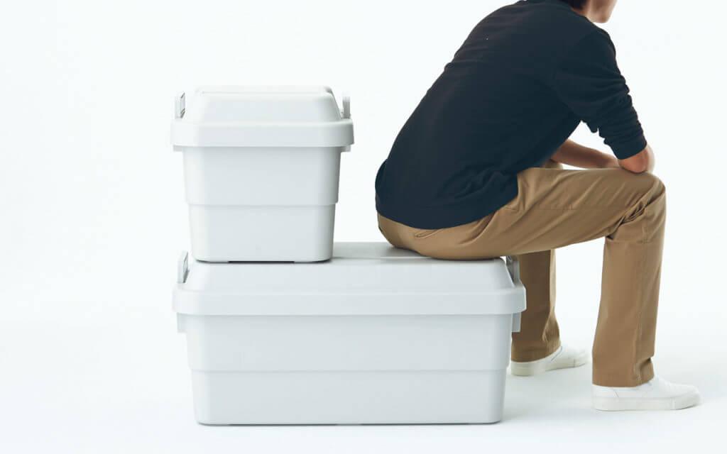 頑丈収納ボックス。人が座ることができる