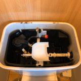 トイレのトイレのタンクのフタを開けたところ(カバー無し)