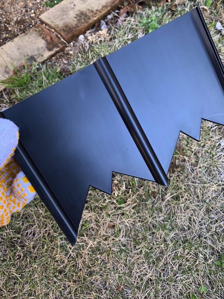 芝の侵入を防ぐ根止めの板仕切り
