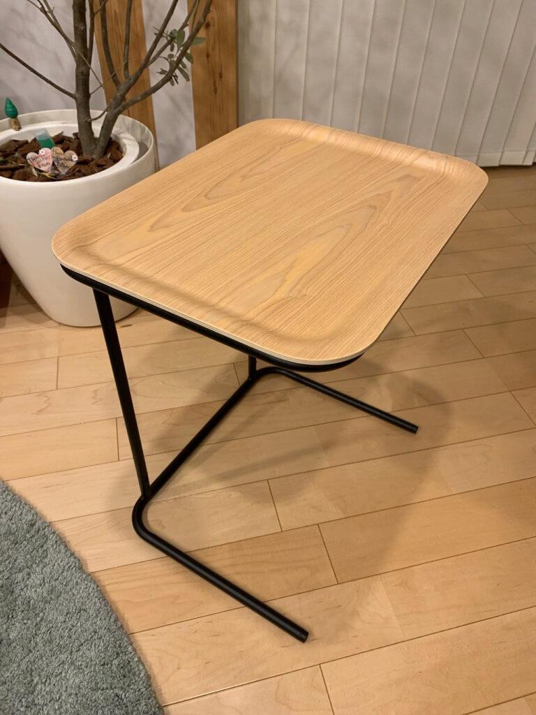 無印良品のベッドサイドテーブルの縦に使った場合