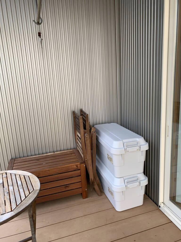 無印良品の収納ボックスをベランダに置いたところ