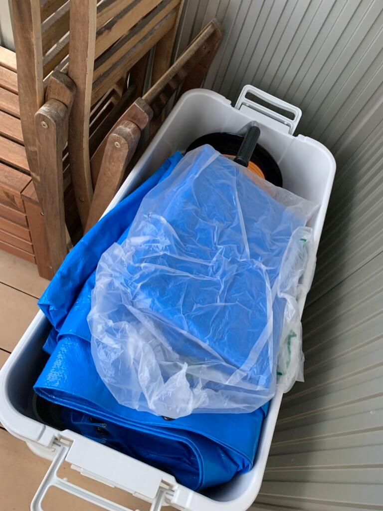 無印良品の頑丈収納ボックスに荷物を入れた図