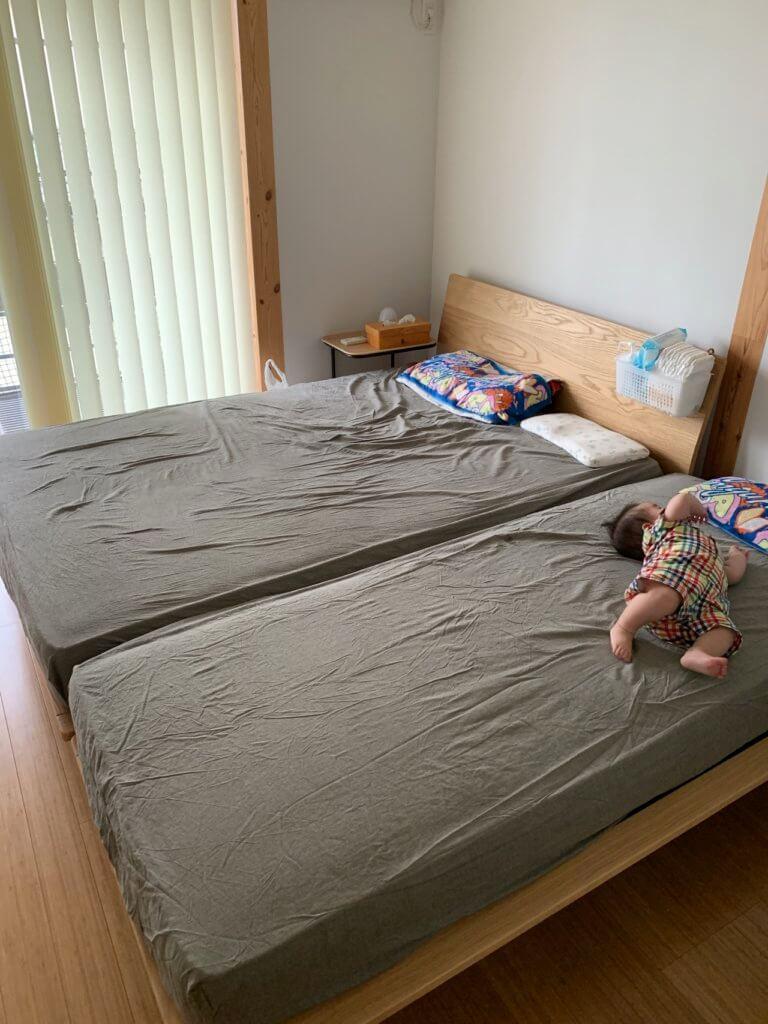 無印良品のベッドを2台(ダブルとスモール)くっつけて使用し