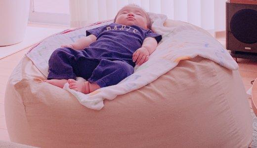 落ちない!赤ちゃんのリビングでのお昼寝に無印良品のソファを使っています。