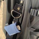 バッグに取り付け可能な携帯用メガネ拭きをバッグに取付