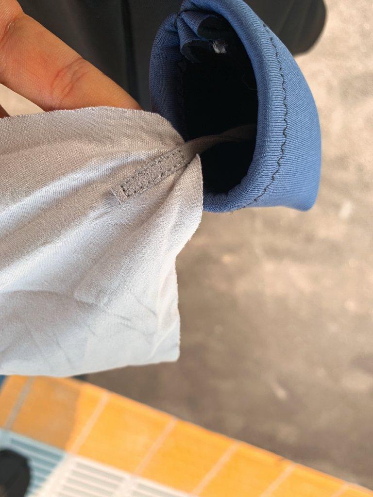 バッグに取付可能な携帯用メガネクリーナーの固定部分