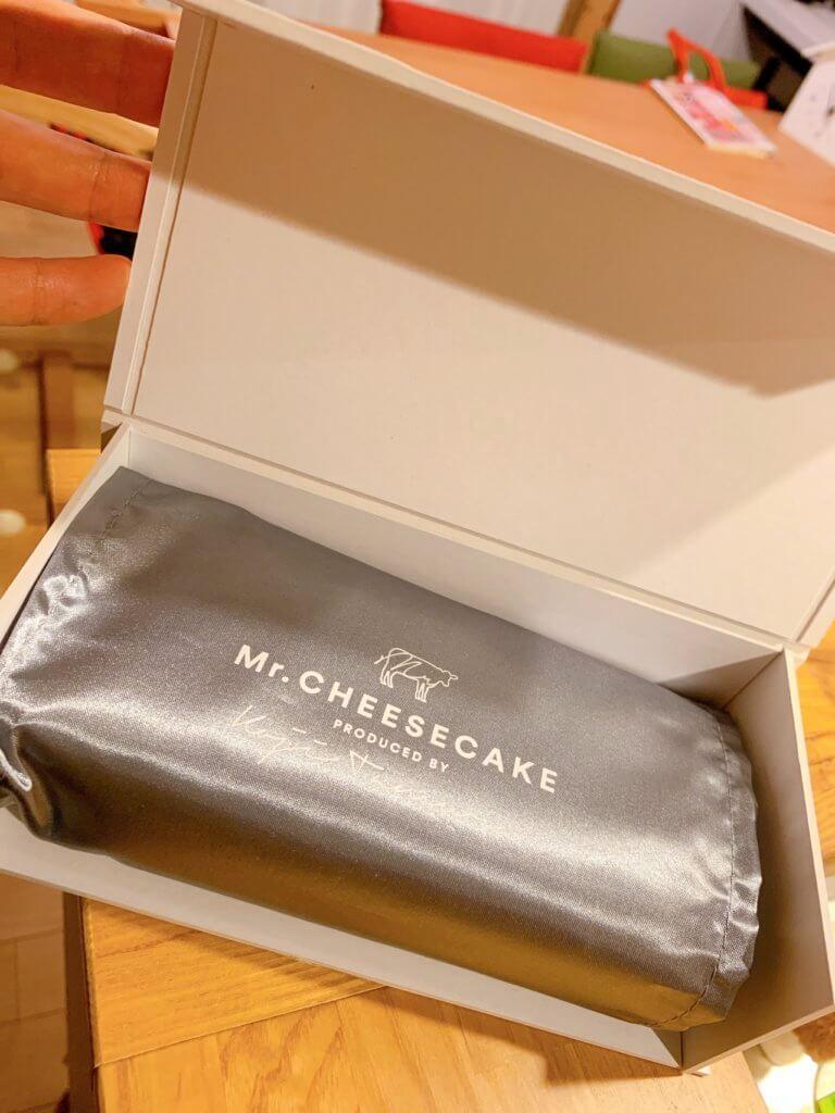 ミスターチーズケーキを開けたところ