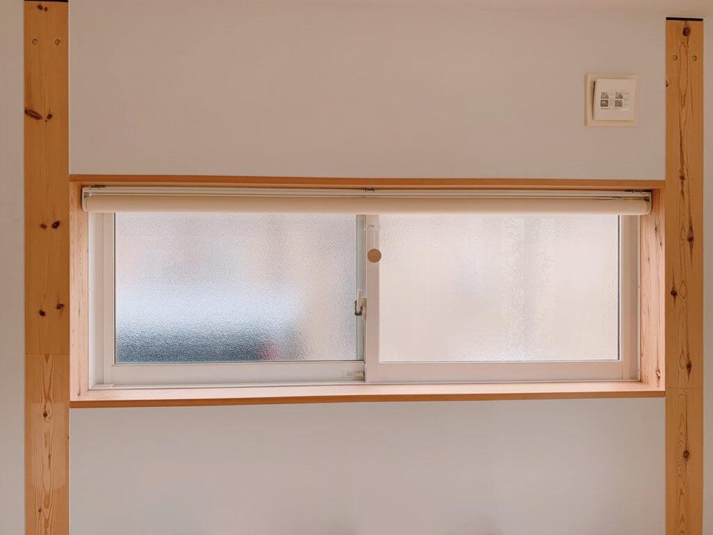 ロールスクリーン取り付け前の窓の写真