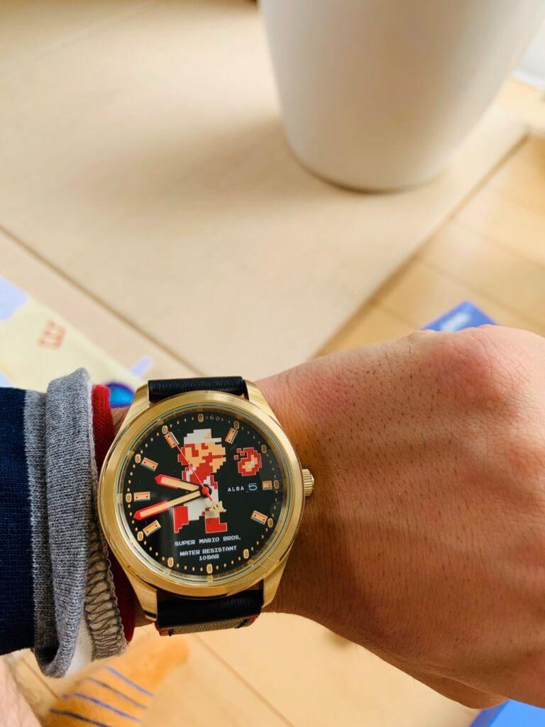ALBAのマリオの時計を装着した写真