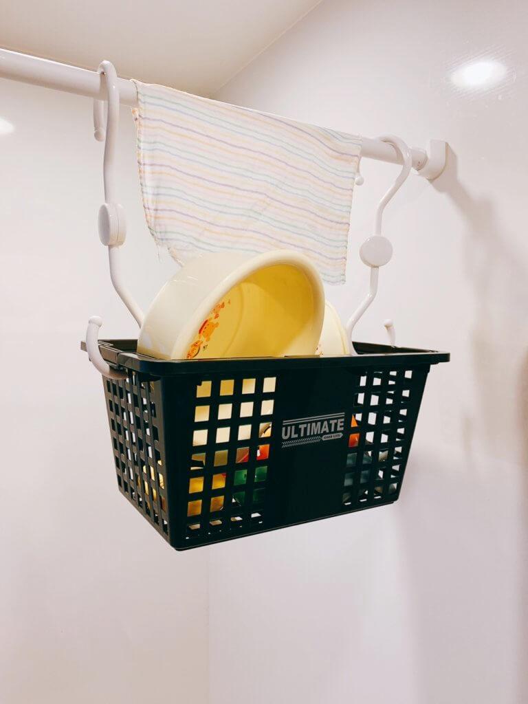 お風呂場のオモチャ入れの籠(フック付)