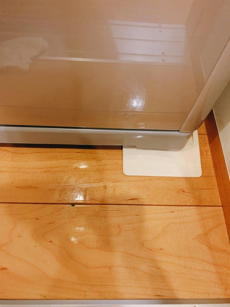 冷蔵庫のへこみ防止用ゴム足マット