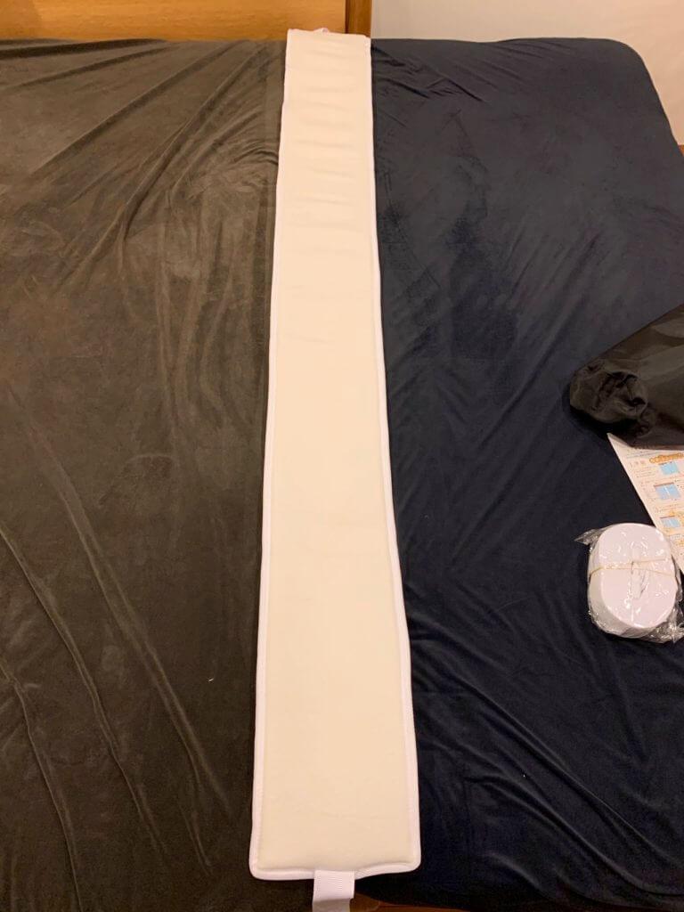 隙間パッドを入れて隙間がなくなった2台のベッド