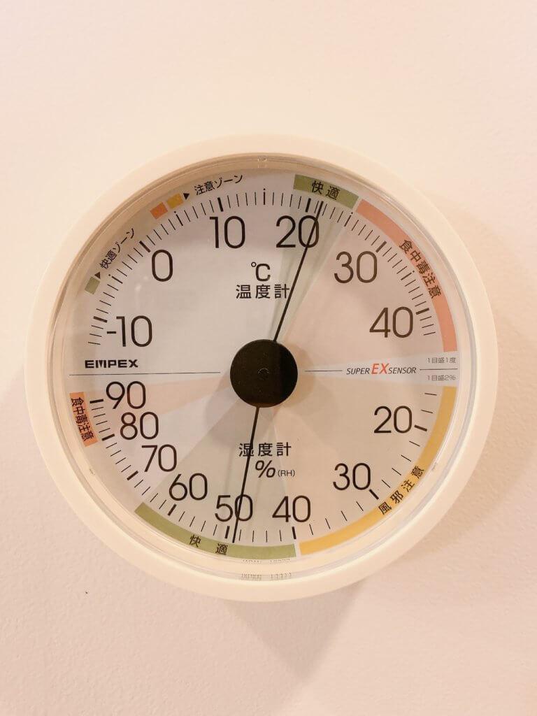 家に設置したエンペックスの温湿度計(1階)