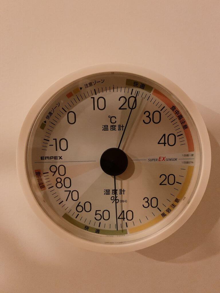 家に設置したエンペックスの温湿度計(2階)