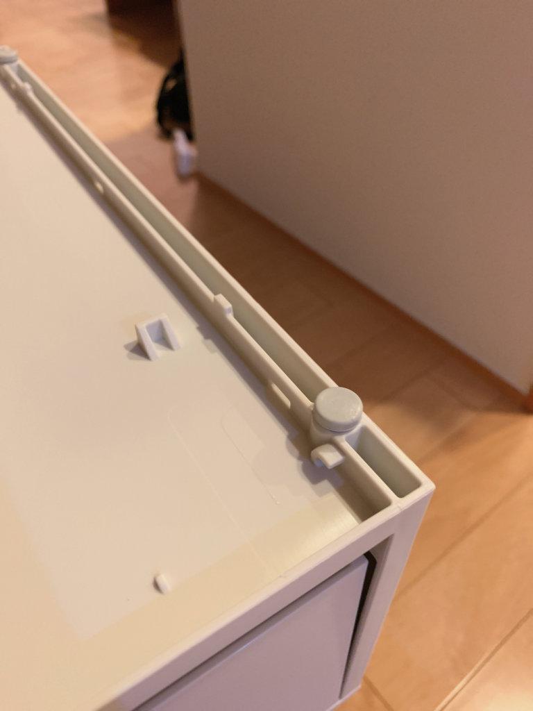 洗面台下用の無印良品の収納、ホワイトの大きな引き出しのゴム足