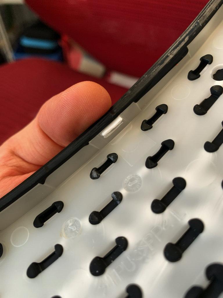バロンチェアの肘掛けパットの爪