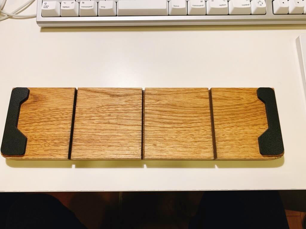 FILCO 木製キーボードリストレストの裏面にゴム足を取付