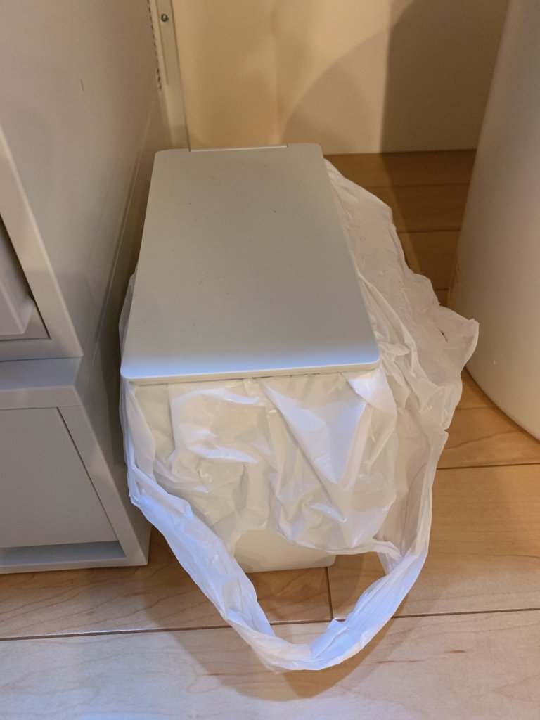 洗面台下用の無印良品の小型のゴミ箱