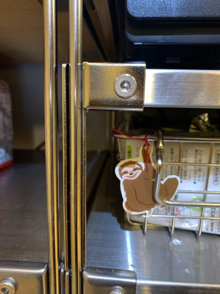 無印良品のユニットシェルフ棚に、高さ調整金具を取付