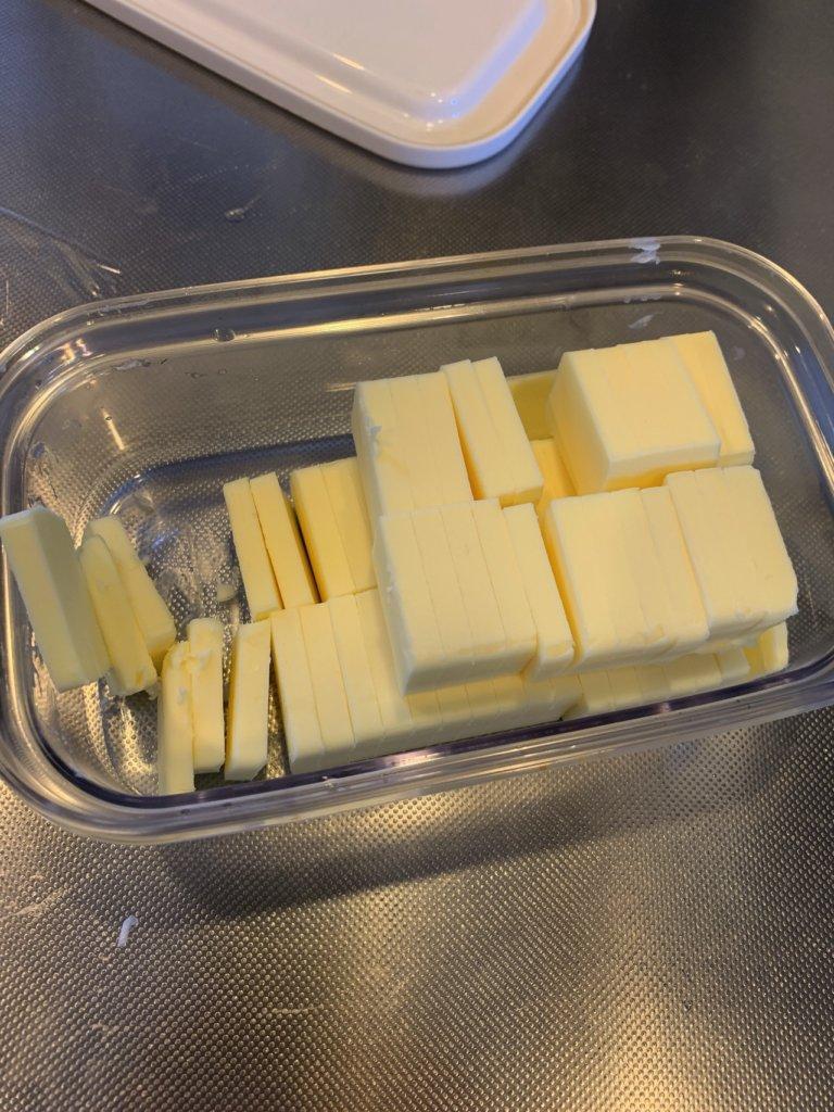 バターカッターでカットしたバター