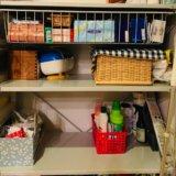 無印良品のユニットシェルフのワイヤーバスケット取り付けて、整理された棚