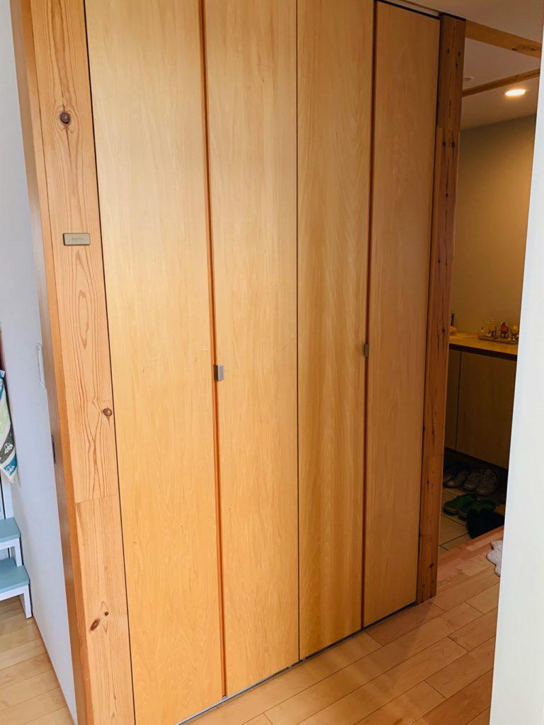 無印良品の木の家の廊下収納