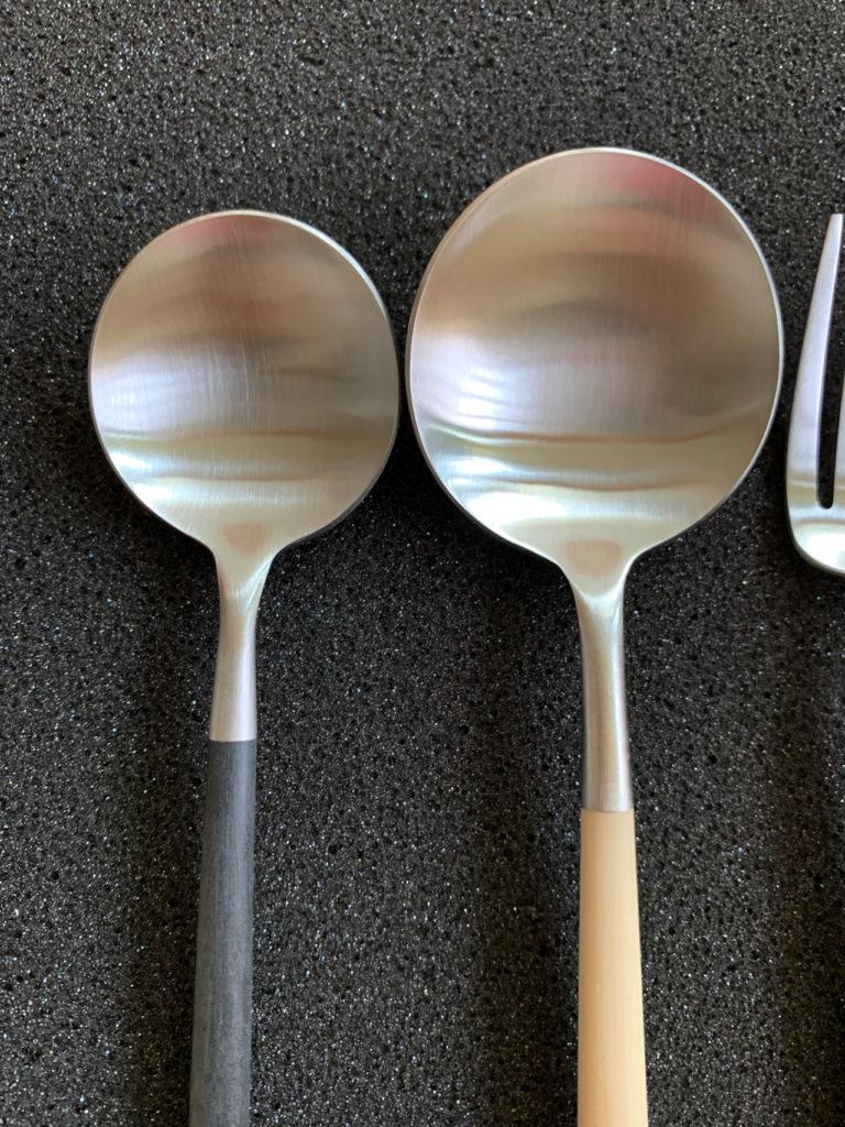 クチポール GOAのディナースプーンとデザートスプーンの大きさの違いを比較