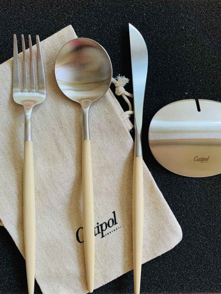 クチポール(Cutipol)GOA/ゴア ディナーセットとカトラリーレストとポーチ