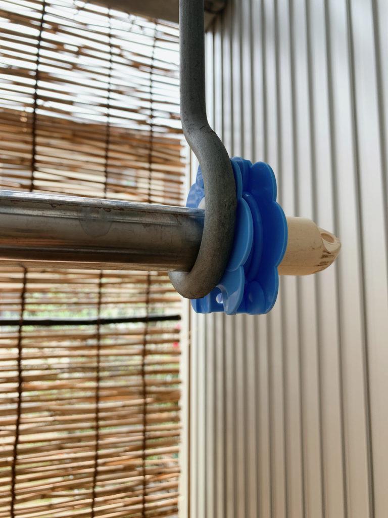 洗濯物の物干し竿のストッパーを装着